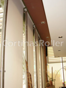 cortinas roller en local comercial