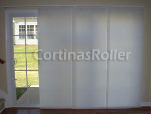 cortinas orientales cubriendo ventana hacia el exterior