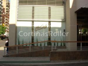Imagen exterior Cortinas Roller en Mc Cafe